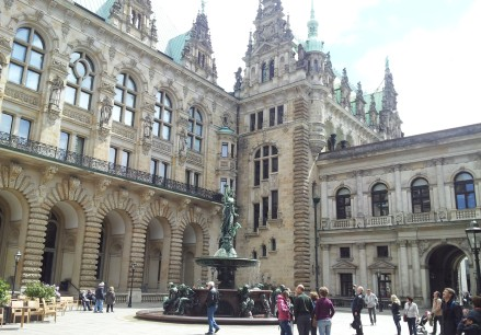 Rathaus courtyard and fountain.