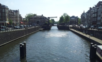 Another canal (a little east of the train station), with a raisable bridge.